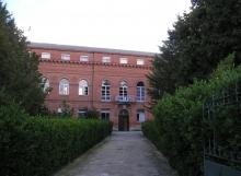 fachada albergue rio Carrión Carrión de los Condes