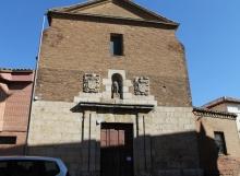 Vista frontal de la ermita de San Julián en Carrión de los Condes