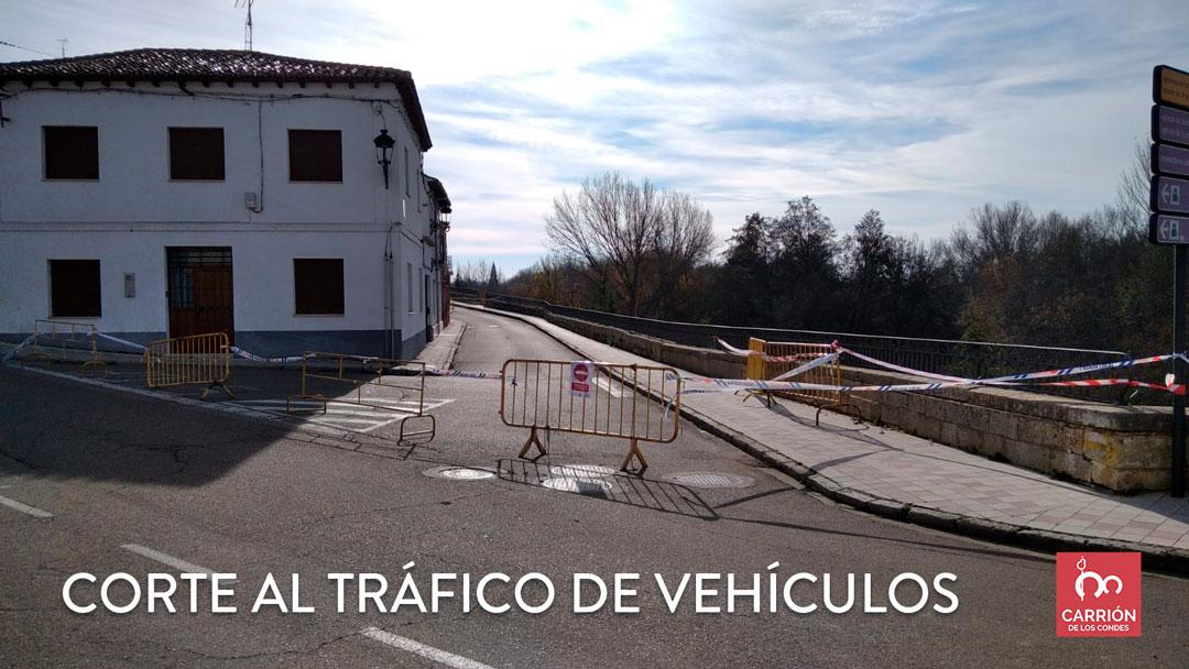Se corta el tráfico de vehículos por la Calle Adolfo Suarez